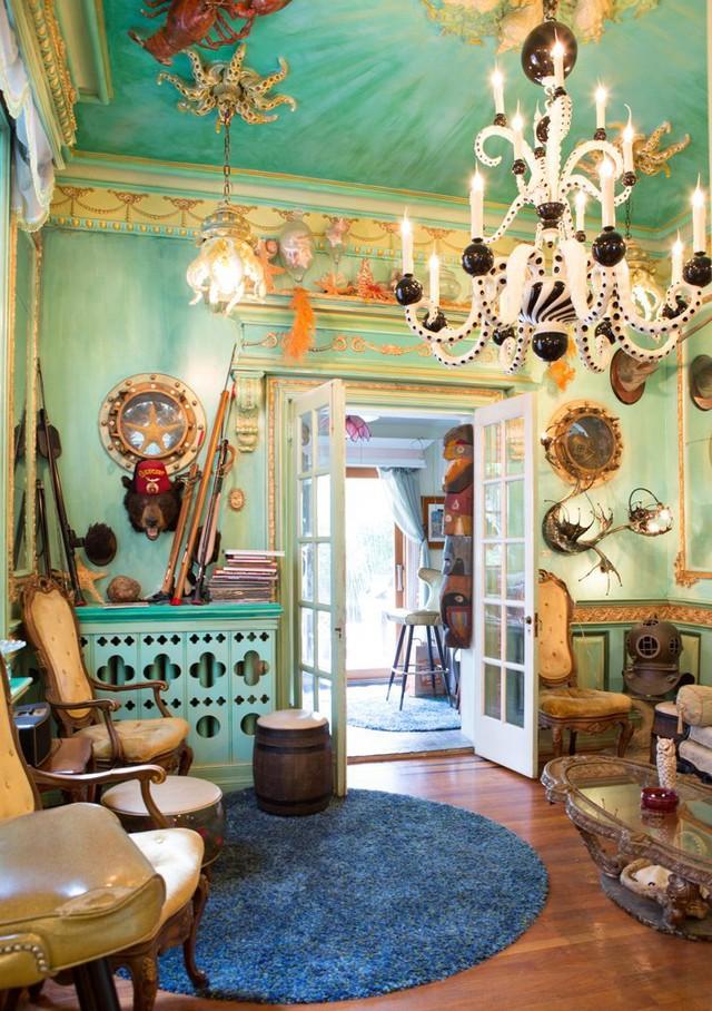 Một căn phòng nghỉ trong nhà được thiết kế giống hệt như trên một chiếc thuyền cướp biển.