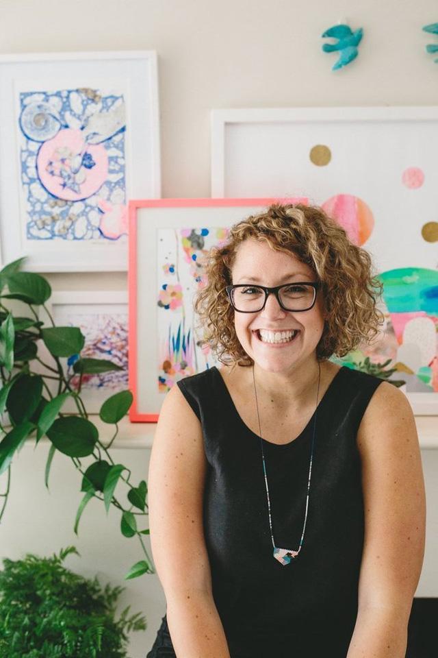 Laura Blythman, chủ nhân của ngôi nhà là một người đang làm về thiết kế. Vì thế, cô đã tạo ra không gian sống sinh động cho mình và cậu con trai 4 tháng tuổi.