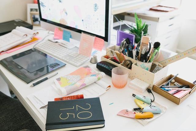 Vì thế, các vật dụng không khiến người ở bị choáng ngợp vì số lượng, mà giống như một góc studio thu nhỏ, tạo ra cảm hứng cho công việc.