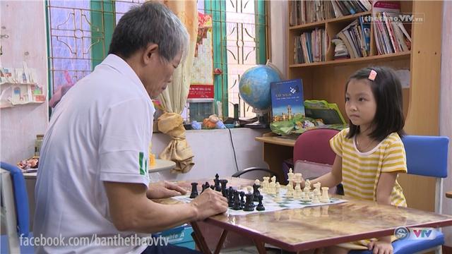 Ông nội là người đã truyền niềm đam mê cờ vua cho Cẩm Hiền