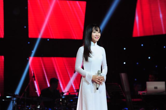 Thí sinh Nguyễn Cao Bảo Uyên đến từ Đà Lạt. Giọng hát trong veo của cô gái 16 tuổi này đã chinh phục bốn vị huấn luyện viên.