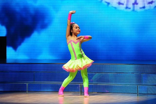 Nguyễn Ngọc Hà My hóa thành cô búp bê biết nhảy múa.