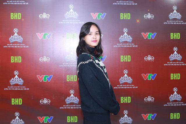 Nguyễn Thị Quỳnh Nga - sinh viên năm 3, Đại học Ngoại thương Hà Nội. Cô gái này từng lọt vào top 12 cuộc thi Duyên dáng Ngoại thương.