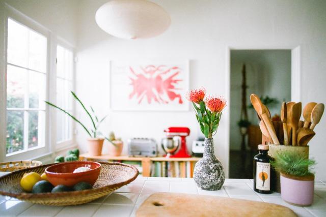 Góc bếp đẹp mắt với nhiều vật dụng nhỏ đẹp mắt.