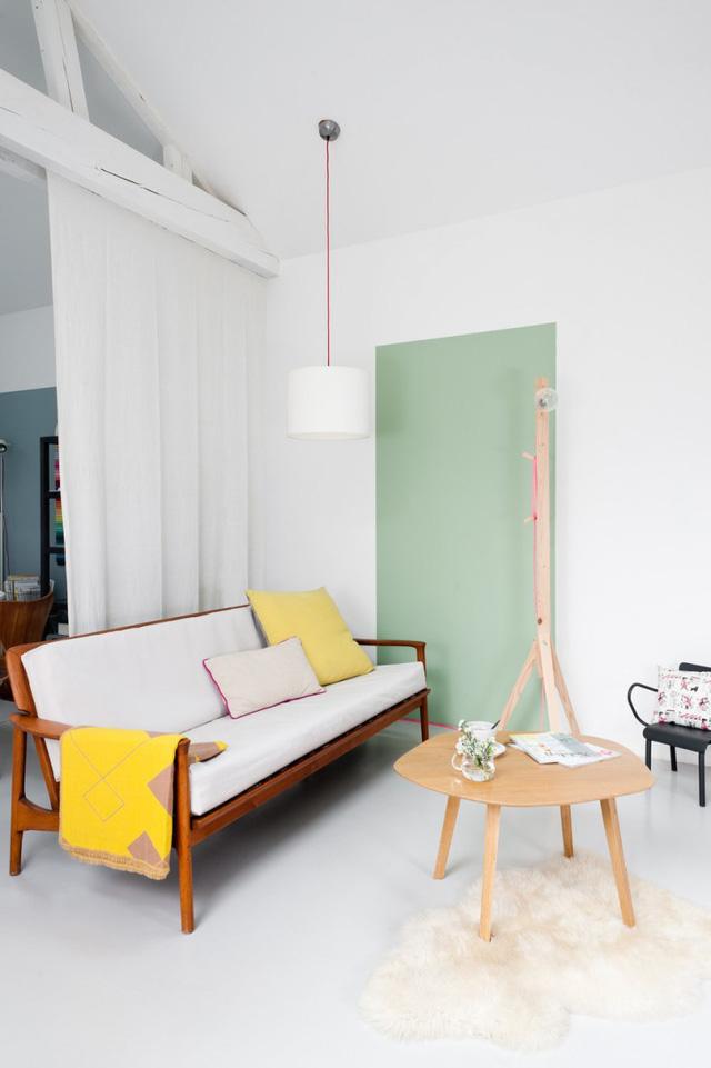 Gam màu pastel và màu nóng rực rỡ được chọn phối hợp một cách hợp lý.