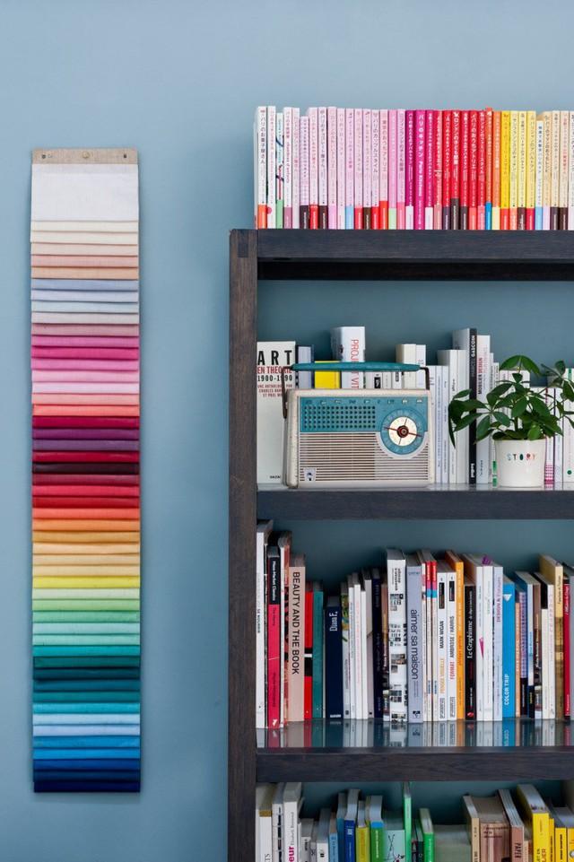 Những màu sắc này khiến căn phòng sinh động hơn.