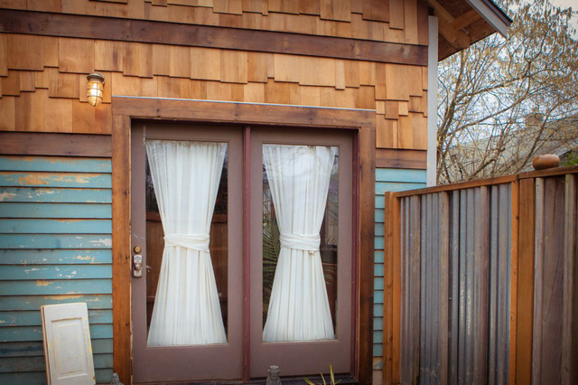 Ngôi nhà bên ngoài nhìn tuy bình thường nhưng không gian bên trong lại là nơi ở lý tưởng.