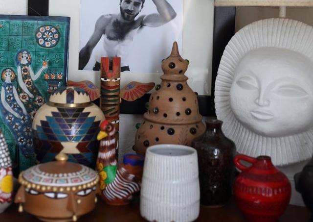 Bên cạnh đó, các đồ trang trí khác được bày trong phòng cũng mang phong cách độc đáo.