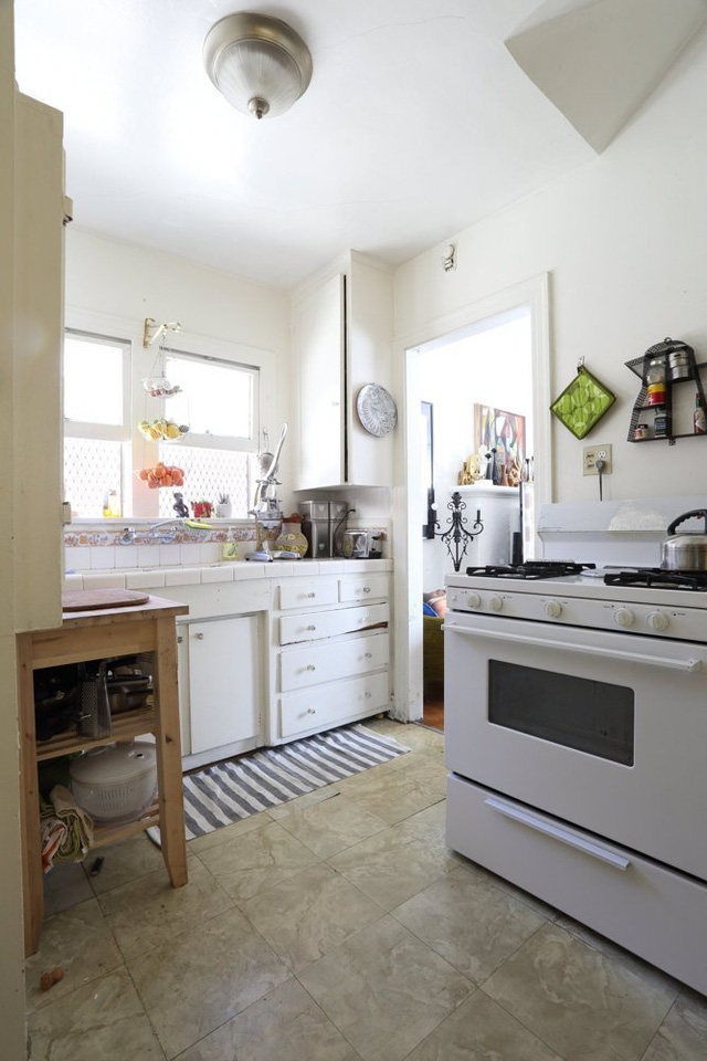 Trong khi đó, căn bếp lại nhẹ nhàng với tông màu pastel hòa nhã.