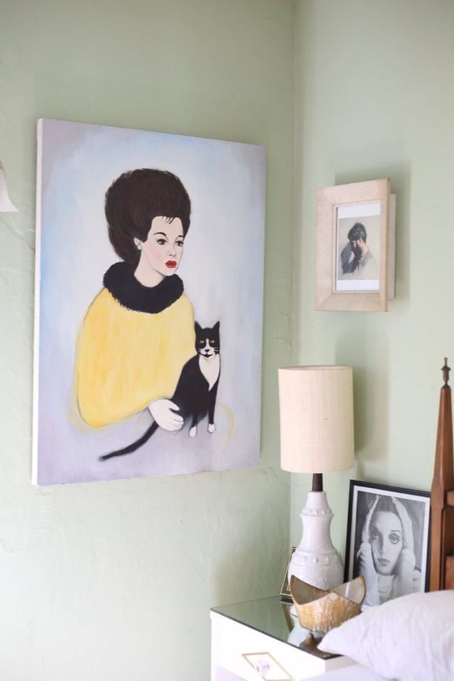 Bức tranh vẽ ấn tượng cho thấy chủ nhân là người rất yêu mèo.