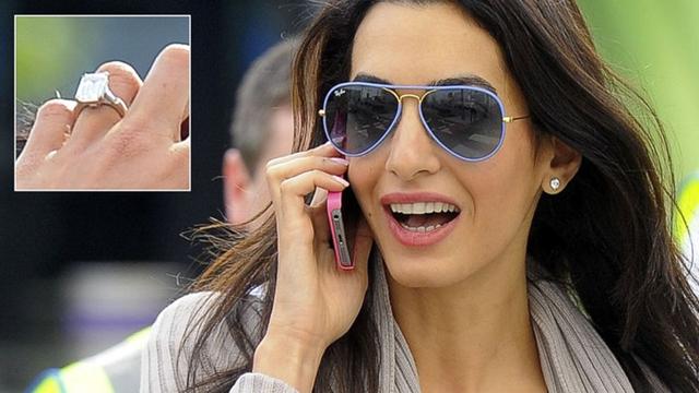 Tài tử George Clooney đã cầu hôn bạn gái – luật sư Amal Alamuddin – với chiếc nhẫn đính hôn nhỏ gọn nhưng không kém phần tinh tế. Chiếc nhẫn bằng kim cương nặng 7 cara, được tiết lộ có giá tới 750.000 USD. Hôn lễ xa hoa của cặp đôi cũng được tổ chức bí mật ở một khu nghỉ dưỡng cấp cao tại Venice (Ý) vào hồi tháng 9/2014.