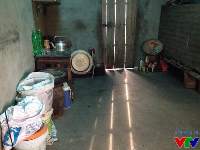 Căn nhà trống trải đơn sơ của gia đình chị Phúc.