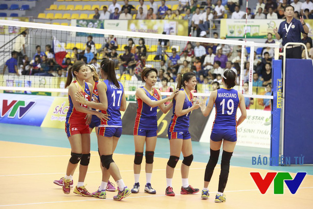 Khởi đầu thuận lợi nhưng các cô gái Philippines lại chơi sa sút ở các set sau đó