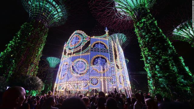 Garden by the Bay ở Singapore cũng được trang hoàng lung linh đón Giáng sinh