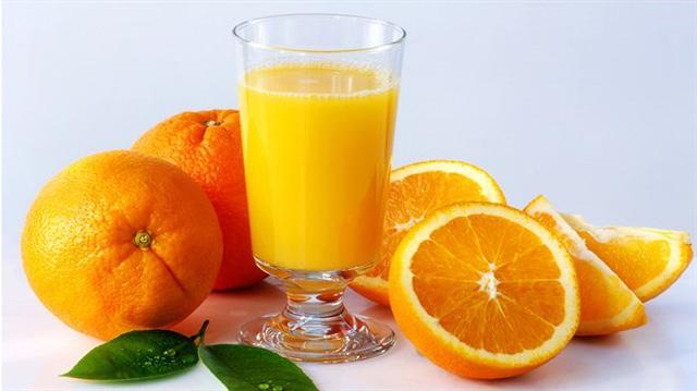 Một ly nước cam cung cấp 75 kcal và hơn 50% nhu cầu trong ngày về vitamin C cho 1 người. Flavonoid có trong nước cam kết hợp với vitamin C, giúp tăng cường hệ miễn dịch và bảo vệ mao mạch.