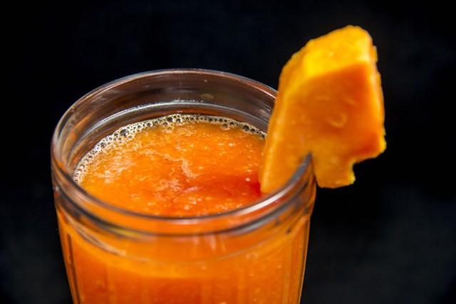 Trong các loại trái cây chứa nhiều vitamin A, đu đủ được xếp hàng đầu.