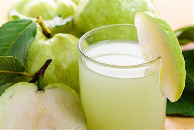 Ổi chứa rất nhiều vitami tốt cho hệ tiêu hóa và làm đẹp da. Uống nước ép ổi thường xuyên cũng giúp giảm cân hiệu quả.