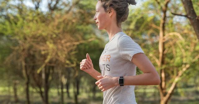 Christy Turlington Burns đeo Apple Watch. Nhưng việc những siêu mẫu khác và giới sành thời trang có chọn Apple Watch hay không? Thời gian mới cho câu trả lời.