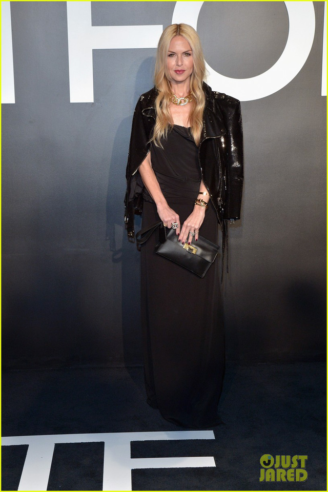 Stylist Rachel Zoe trong cây đen