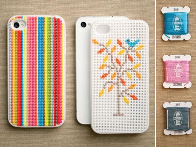 Nếu là người thích thêu thùa, bạn có thể biến ốp Iphone của mình thành một tác phẩm tranh thêu nhỏ xinh.