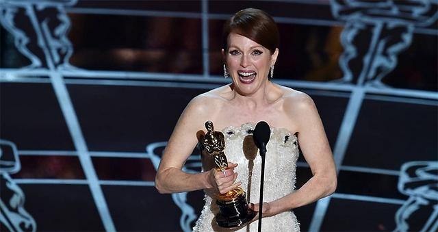 Julianne Moore nhận giải Nữ diễn viên chính xuất sắc cho vai diễn của côn trong Still Alice.