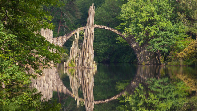 Cầu Rakotz ở Kromlau, Đức.