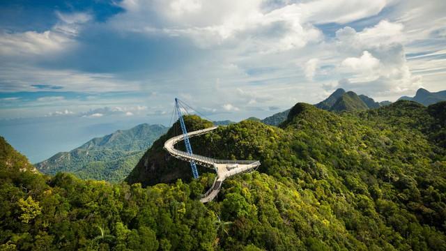 Cây cầu ở đảo Langkawi, Malaysia.