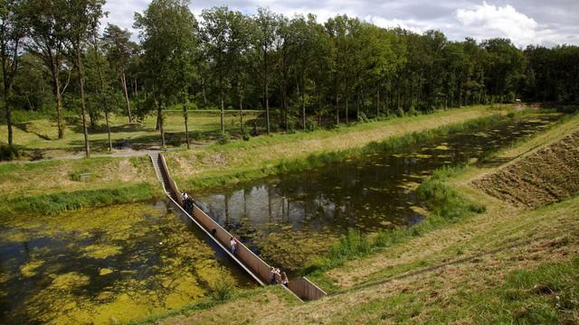Cầu xuyên sông ở Hà Lan