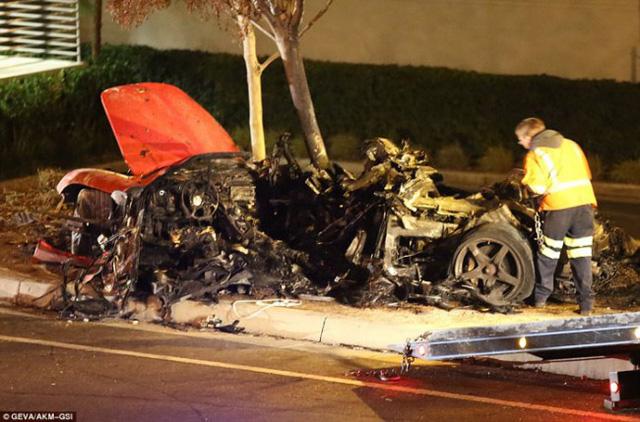 Chiếc Porsche Carrera GT cháy vụn, giết chết Paul Walker và người bạn Roger Rodas