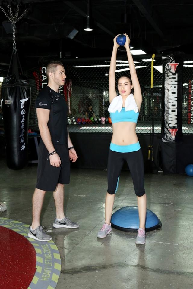 Khi tham gia Hoa hậu Hoàn vũ Việt Nam, số đo ba vòng của cô chưa thật sự chuẩn (78-63-93). Vì thế, Phạm Hương nhận được sự tư vấn nhiệt tình của huấn luyện viên riêng để bước vào các bài tập tăng cơ, phát triển vòng 1, vòng 3 và không xuống cân nặng.