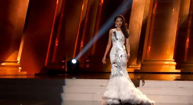 Cô chọn thiết kế của Công Trí để trình diễn trong phần thi này.