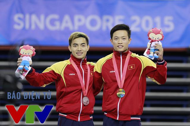 Phạm Phước Hưng (trái) và Đặng Nam (phải) đều hoàn thành xuất sắc bài thi có độ khó cao để mang về những tấm huy chương cho TTVN.