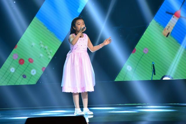 Phương Khanh ở vòng thi Giấu mặt Giọng hát Việt nhí 2015
