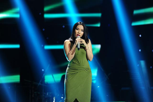 Phạm Thu Phương 27 tuổi, đến từ Hà Nội biểu diễn ca khúc Chênh vênh