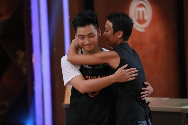 Phạm Tuyết khóc nghẹn vì không muốn Phan Anh bị loại.