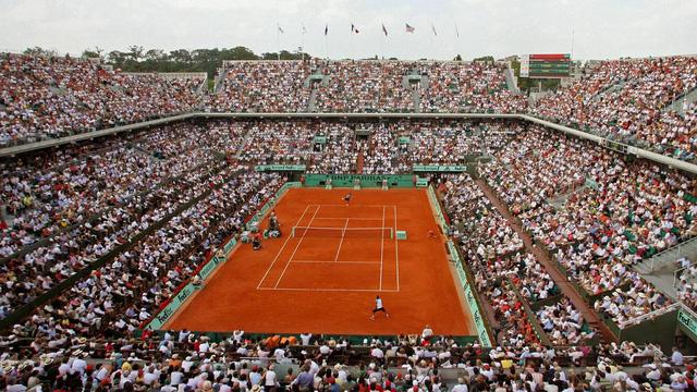 Các sân đấu ở Roland Garros luôn chật cứng khán giả.