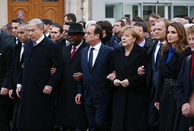 Tổng thống Pháp, Thủ tướng Đức, Thủ tướng Israel... cùng tay trong tay đồng hành chống khủng bố (Ảnh: AFP).