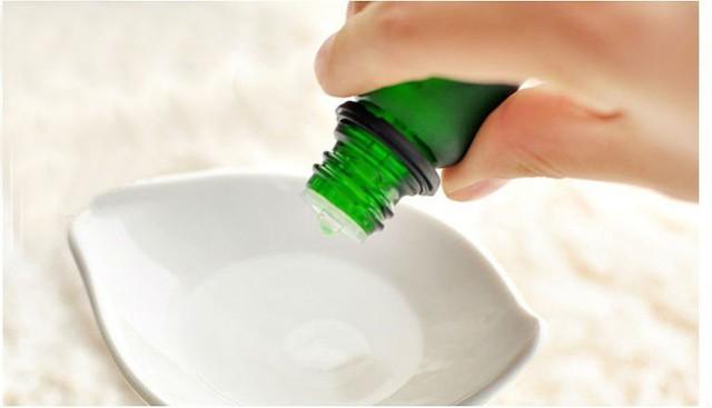 Và đừng quên sử dụng tinh dầu thơm trong phòng tắm, giúp căn phòng này luôn sạch sẽ và khiến bạn thoải mái khi bước chân vào.