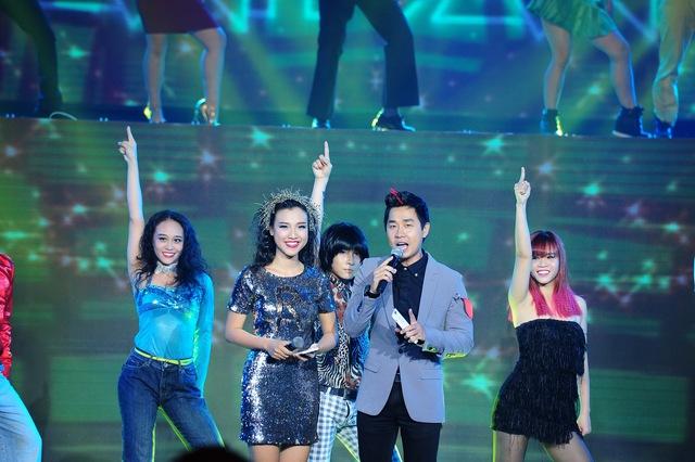 Mở đầu chương trình là phần biểu diễn của vũ đoàn Oh.