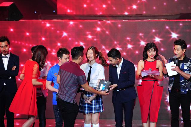 Đông Nhi nhận giải thưởng nhất tuần