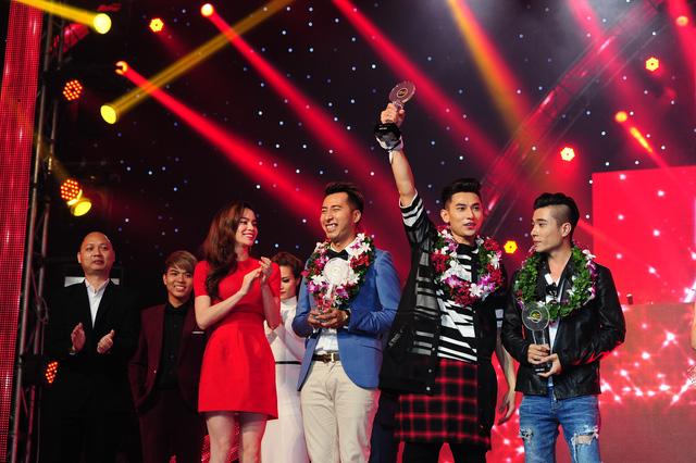 Đội của Isaac giành giải Bạc