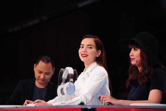 Hồ Ngọc Hà - giám khảo The Remix - Hòa âm ánh sáng được đề cử ở hạng mục Ca sĩ ấn tượng