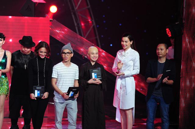 Nhóm Giang Hồng Ngọc nhận giải Nhất tuần