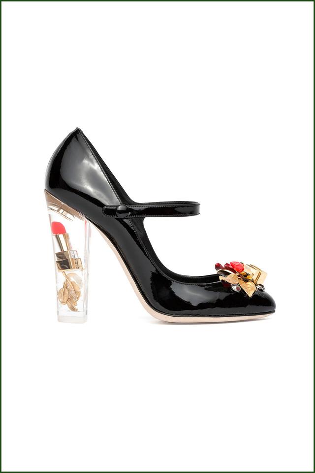 Dolce & Gabbana ra mắt giầy da có đá đính ở mũi giầy và gót giầy trong suốt với hình son môi.