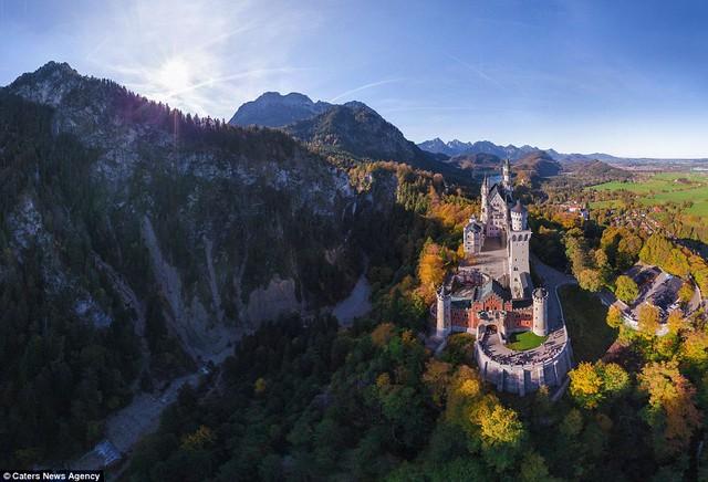 Tòa lâu đài Neuschwanstein tại Đức