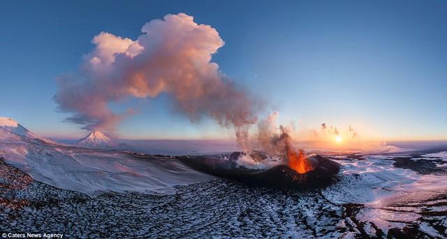Miệng núi lửa Plosky Tolbachik tại Nga