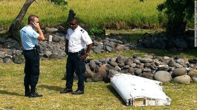 Mảnh vỡ của cánh máy bay đang được kiểm chứng xem nó có kết nối gì với chiếc MH370 đã mất tích năm 2014 hay không.