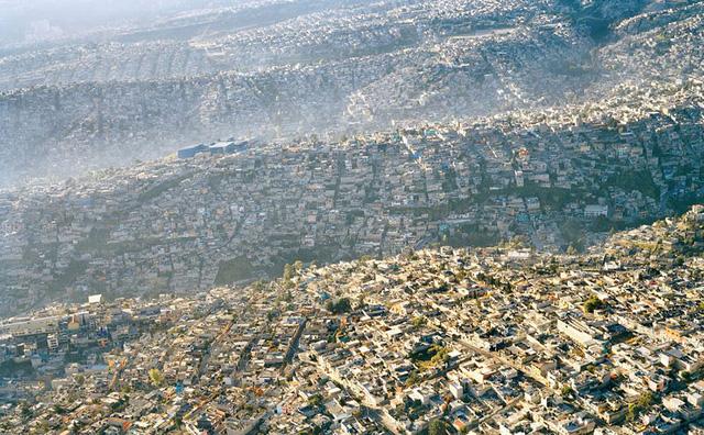 Quang cảnh thành phố Mexico nhìn từ trên cao, trong đó có tới 20 triệu dân nhập cư.