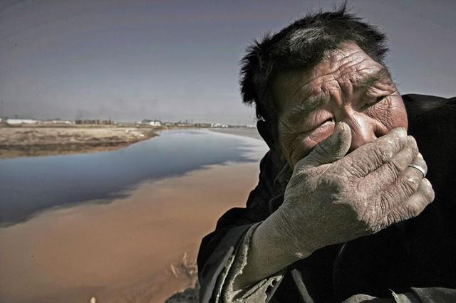 Sông Yellow ở Mongolia bị ô nhiễm nặng nề tới mức khiến người dân ở gần con sông thấy khó thở.