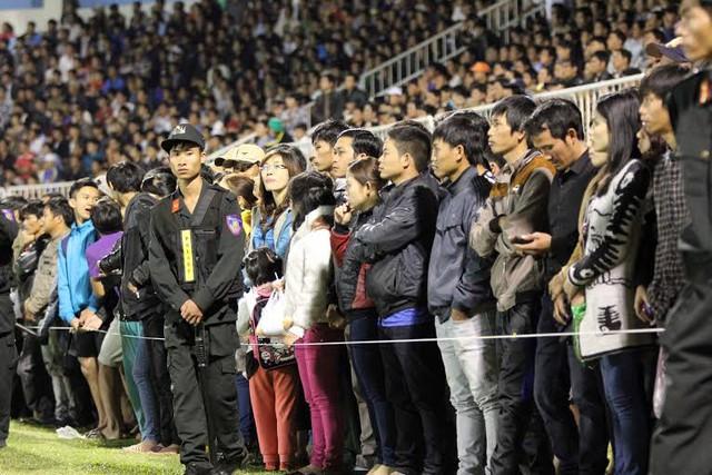 Sân Pleiku đã từng bị phạt vì để vỡ sân ở vòng đấu mở màn
